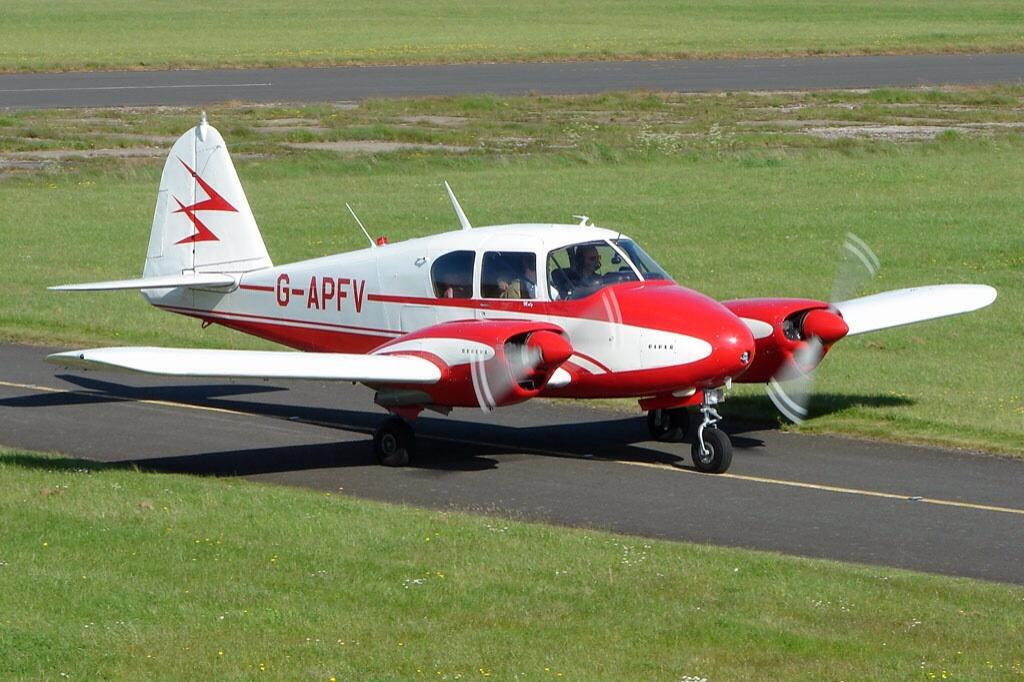 PA-23 Apache G-APFV